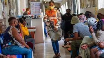 Covid-19: les hôpitaux sud-africains craignent d'être submergés par la seconde vague