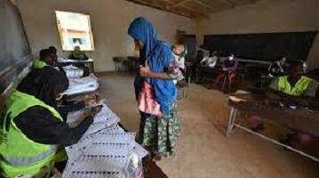 Élections au Niger: les observateurs saluent un scrutin calme, malgré des dysfonctionnements