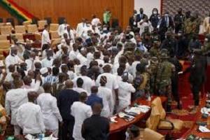 Ghana: Bagarre  au sein du Parlement en pleine session à Accra