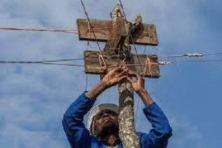 Malawi : un autodidacte alimente son village en électricité